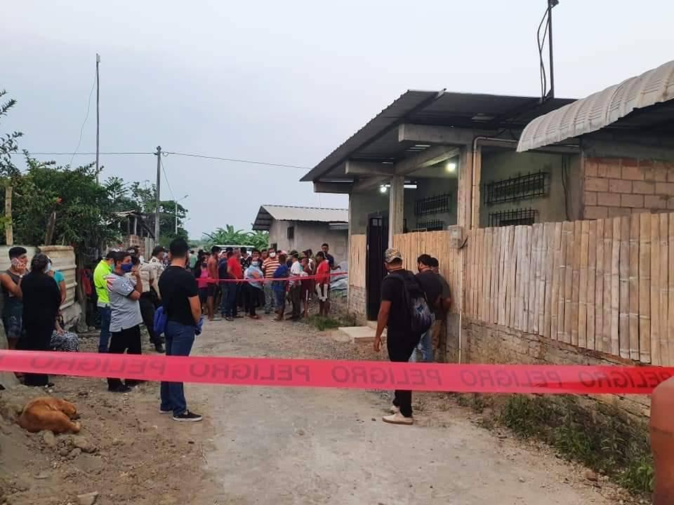 En El Carmen, manabita asesinada a puñaladas fue sepultada en medio de lágrimas