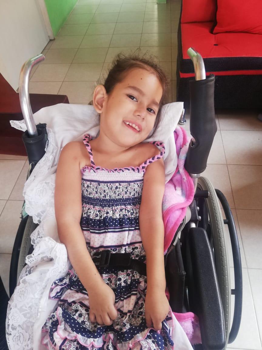 En Portoviejo, niña de 4 años necesita ayuda económica para superar microcefalia