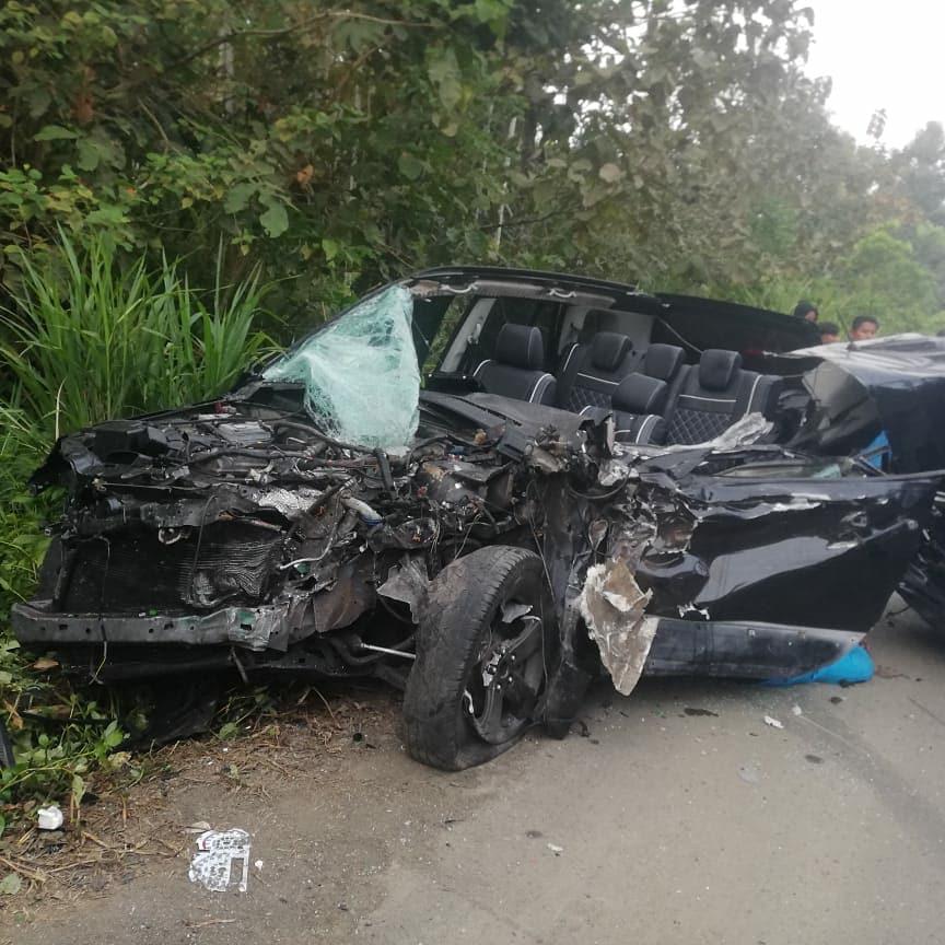 En Pedernales policía muere en choque con bus de la cooperativa Chuchuca