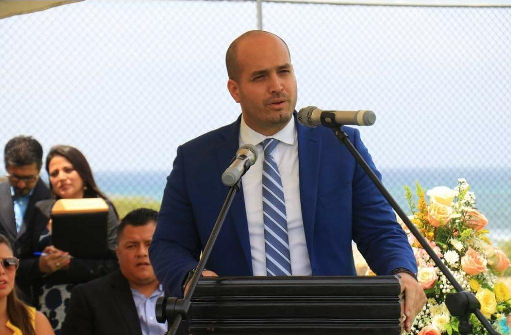 Alcalde de Manta contagiado con Covid-19 es llevado al hospital