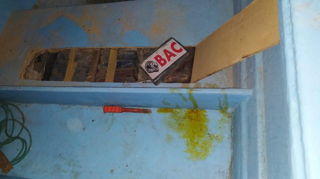 En Jaramijó incautan 474 kilos de cocaína en una lancha