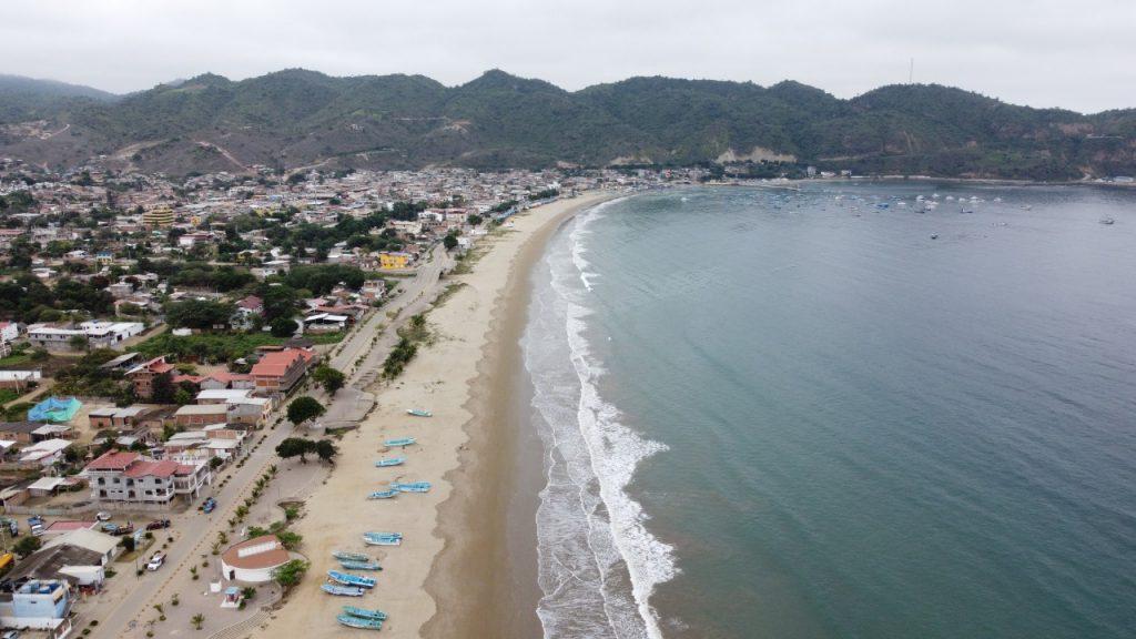 En Puerto López, hombre muere en un naufragio, otros cinco se salvaron