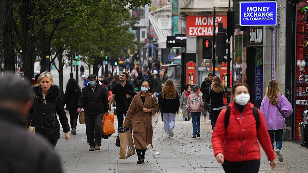 Varios países suspenden vuelos desde y hacia Reino Unido por nueva cepa de coronavirus