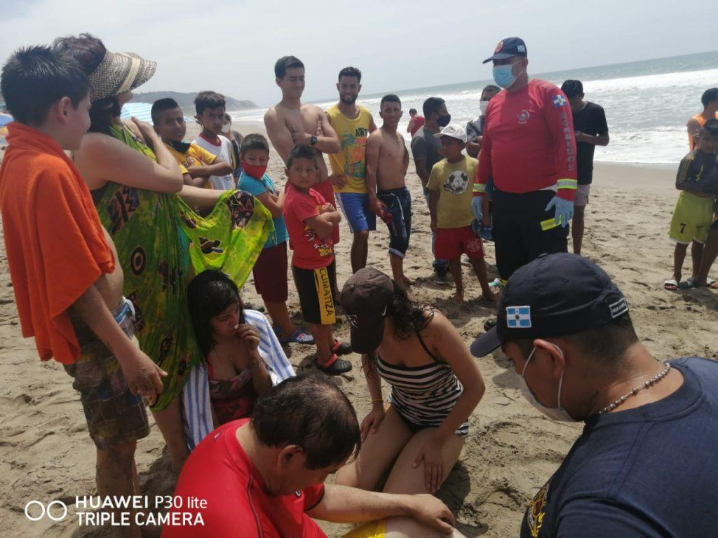 4 personas se salvaron de morir ahogadas en Manta