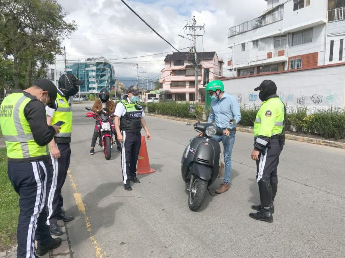 Ecuador. No se multará a conductores con licencia caducadas hasta junio